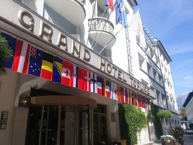 Vhod v Grand Hotel Toplice na Bledu in pročelje hotela