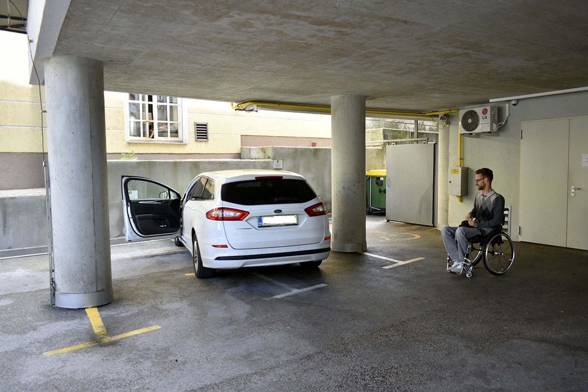 Zunanje invalidsko parkirišče