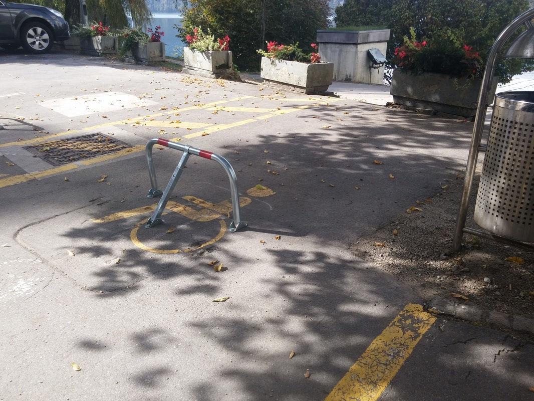 Označeno invalidsko parkirišče pred hotelom