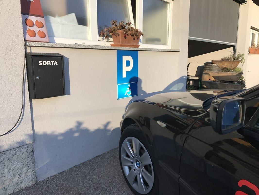 Eno izmed parkirišč