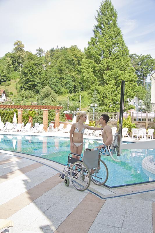 Dvigalo za dostop v bazen