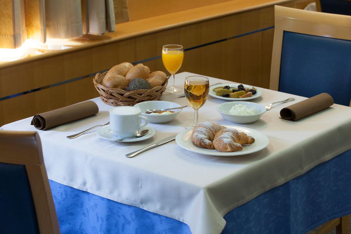 Hotelski zajtrk.