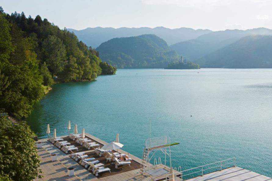 Pogled na zasebno hotelsko plažo