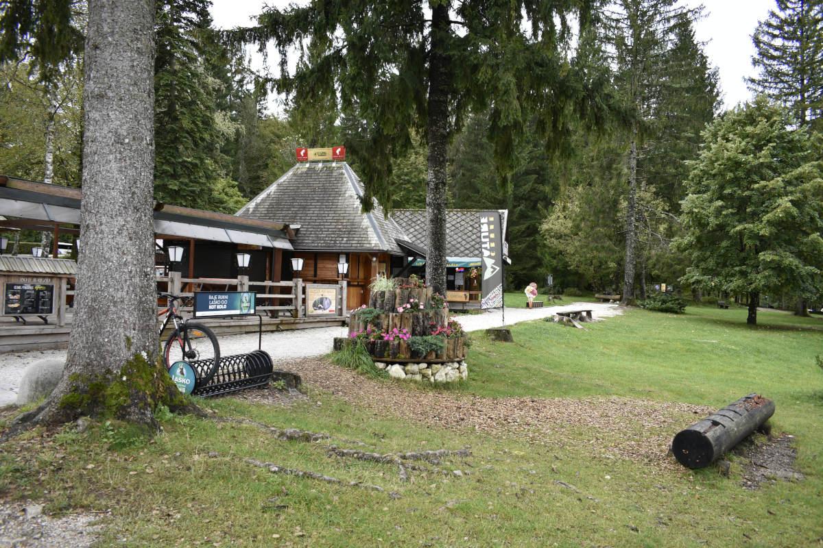 Okolica hotela Jezero