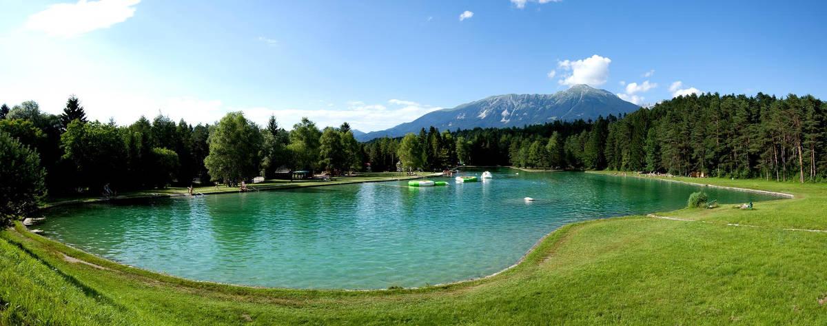Panoramska slika jezera