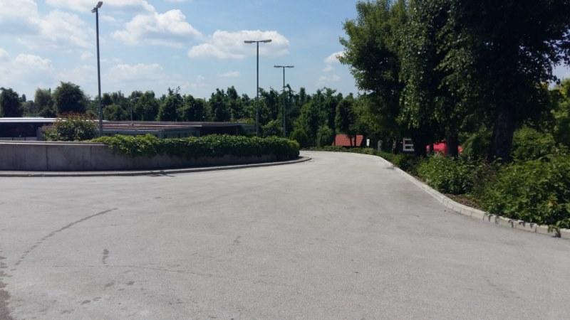 Pot s parkirišča