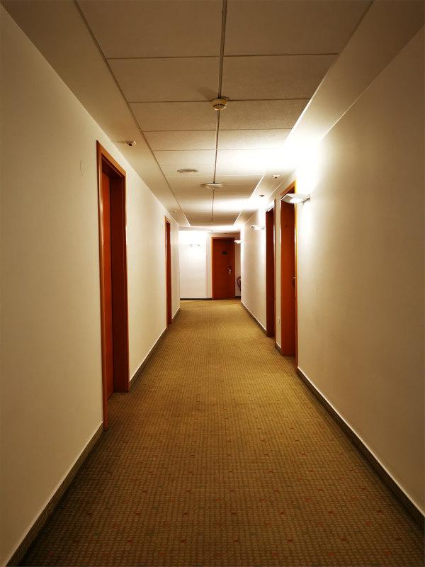 Zelo širok hodnik