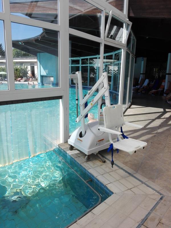 Prenosno dvigalo za v vodo