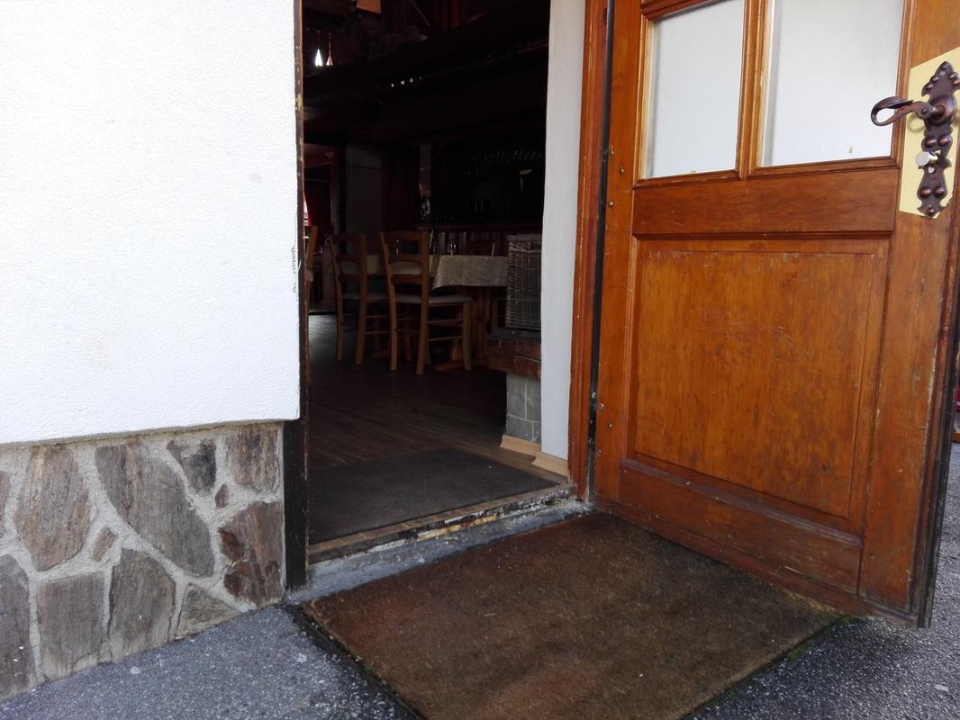 Vhod v drugo gostilno
