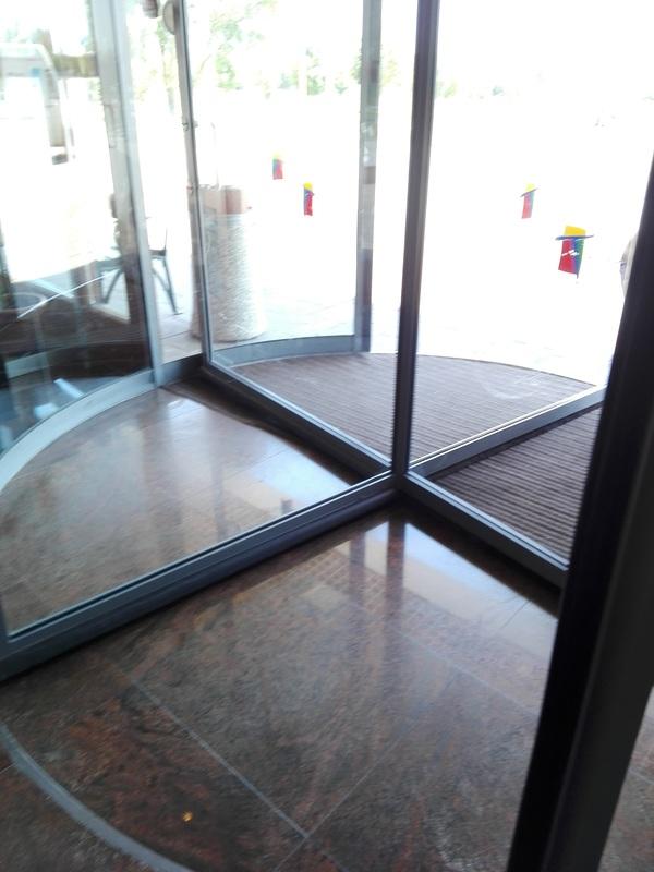 Vrtljiva vrata v Terme 3000