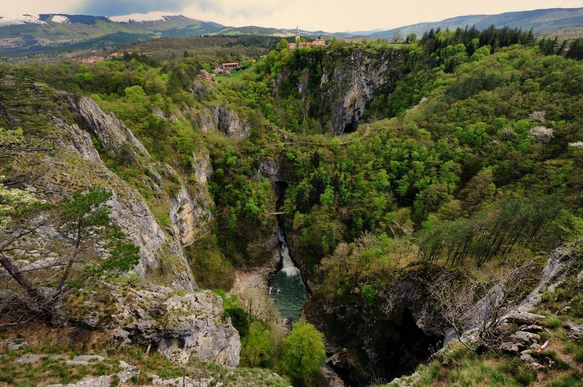 Izjemen razgled iz Štefanjinega razglednika nad Veliko dolino