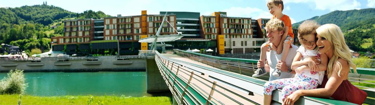 Most ob hotelu