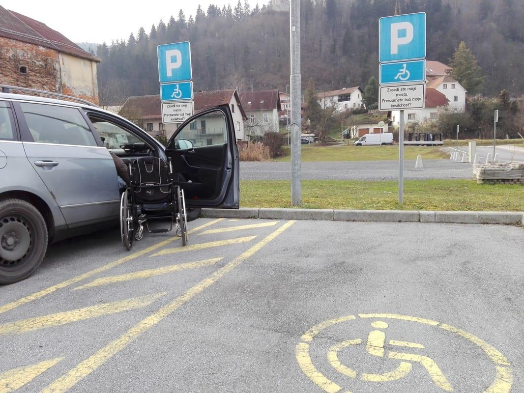Invalidsko parkirišče