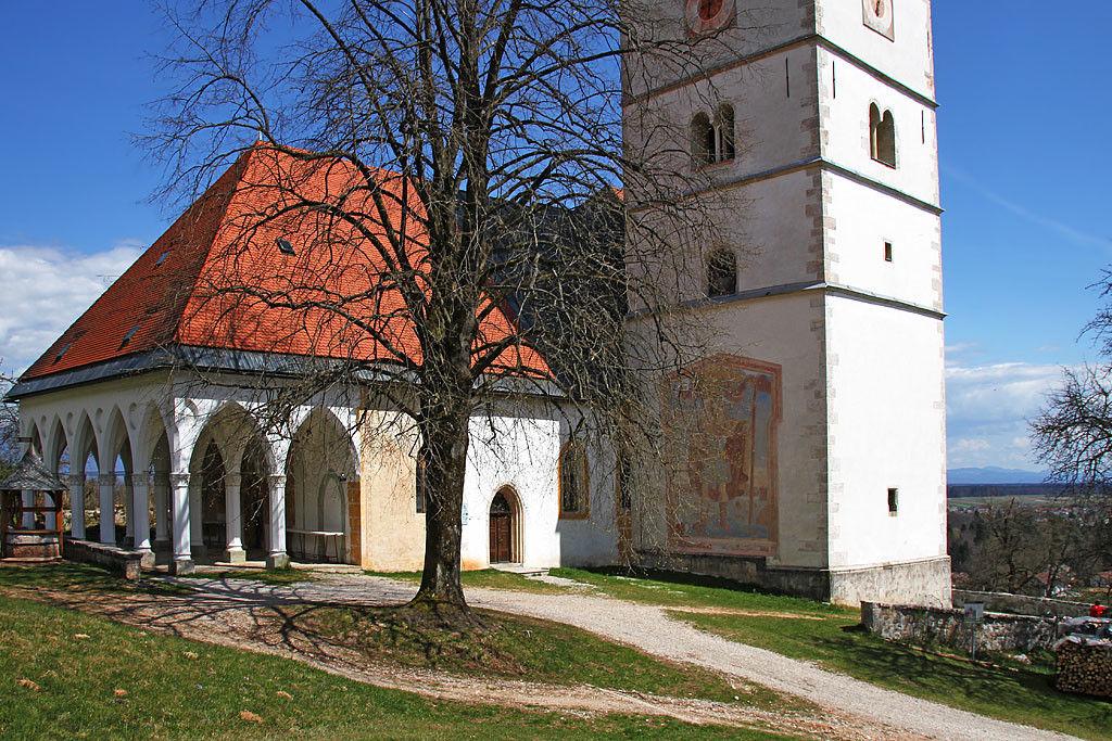 Bližnja cerkev