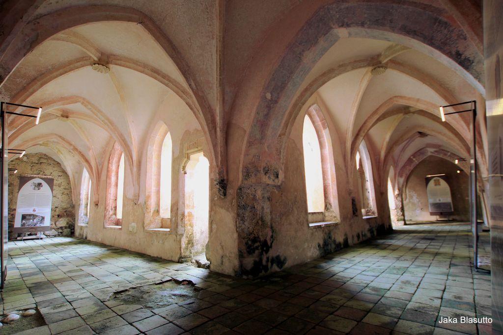 Srednjeveški križni hodnik