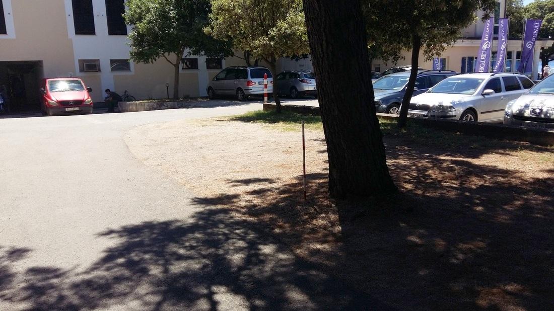 Pot ob parkirišču