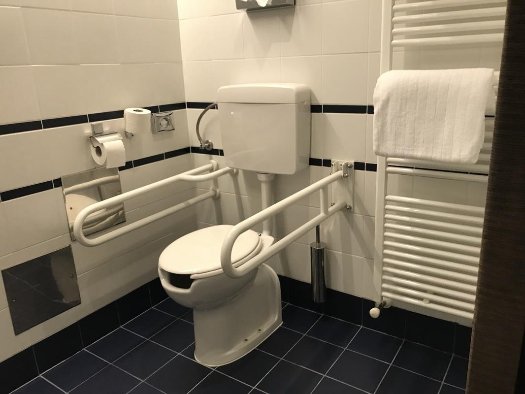 Delno prilagojena kopalnica