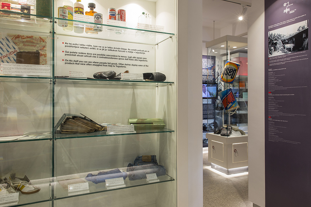 Pester nabor tihotapljenih predmetov