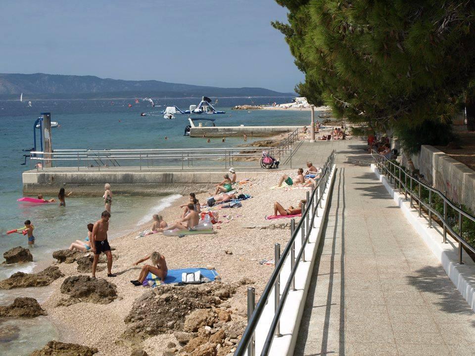 Pogled s klančine na plažo