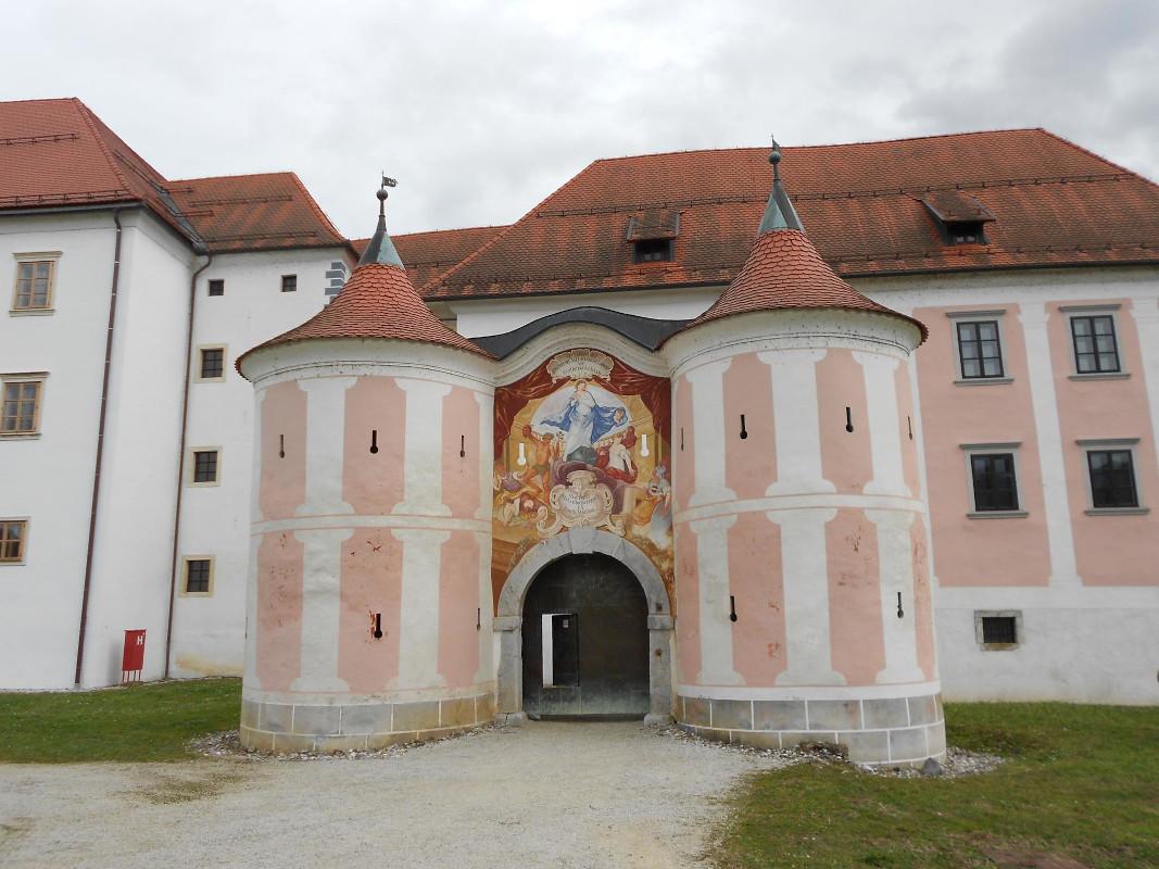Predelan baročni vhod