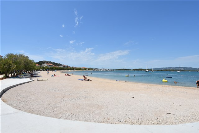 Peščen del plaže