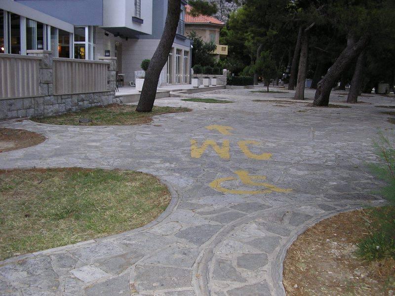 Pot do sanitarij