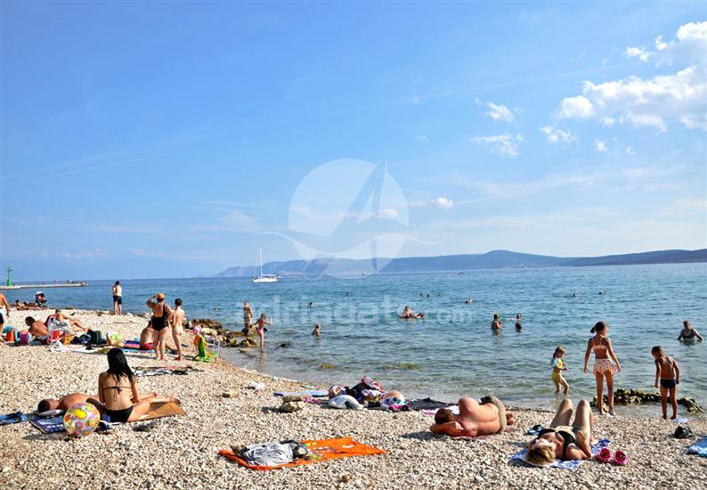 Peščena plaža je zelo priljubljena