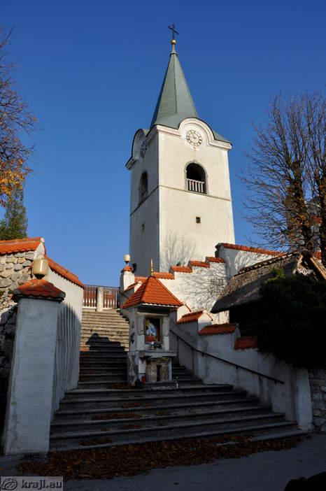 Pot proti cerkvi in zvoniku