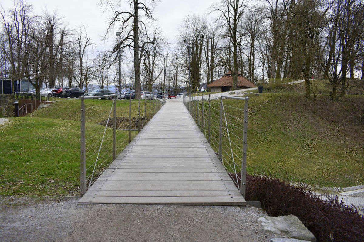 Most do parkirišča