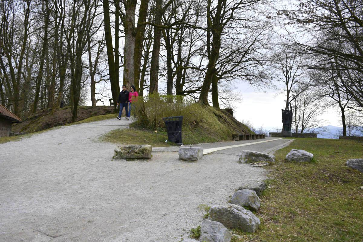 Pot do spomenika kmečkim uporom in Šanc
