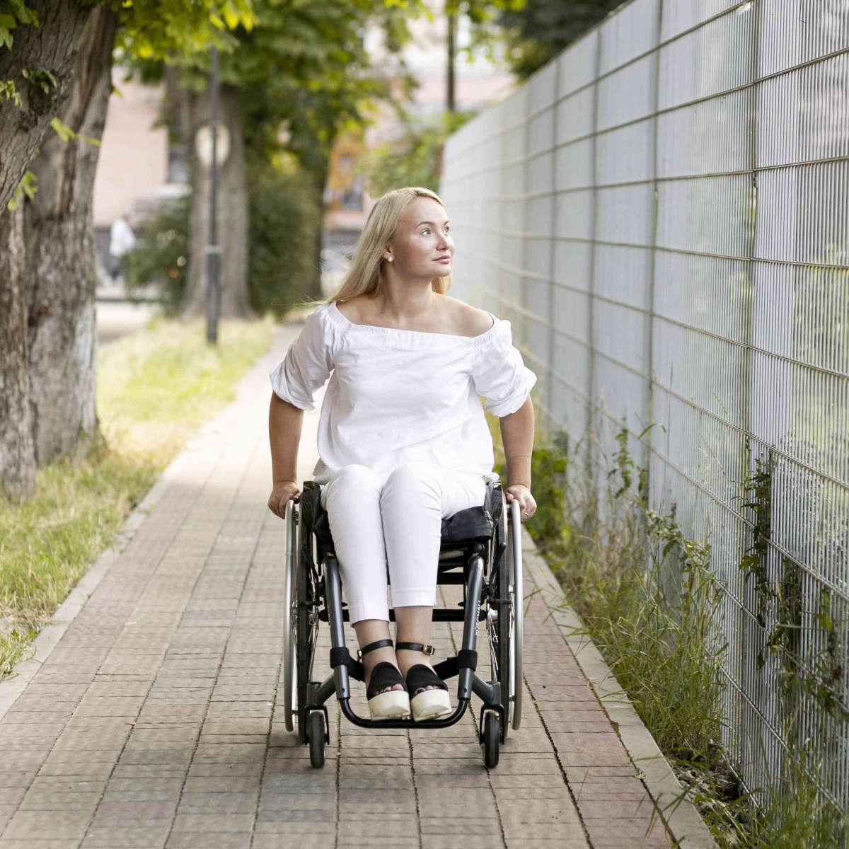 Mlada invalidka
