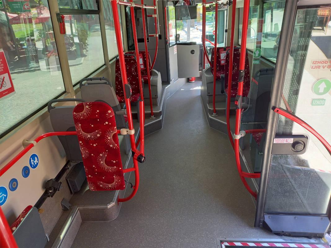 Pogled na sprednji del avtobusa