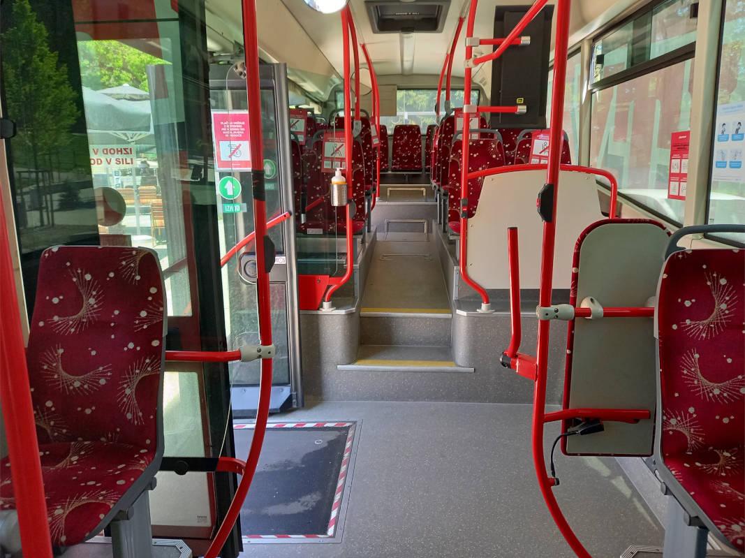 Pogled na zadnji del avtobusa