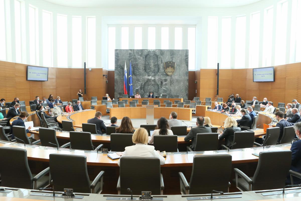 Jezik gluhoslepih je z dananšnjim dnem zapisan v slovensko ustavo