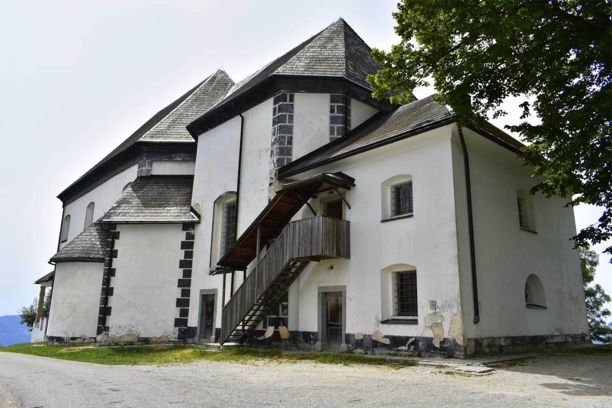 Limbarska gora in cerkev s strani