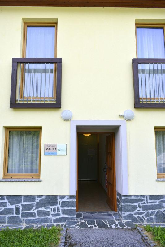 Hiša Smreka in njen vhod
