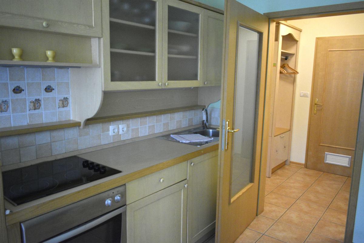 Pogled s kuhinje na hodnik