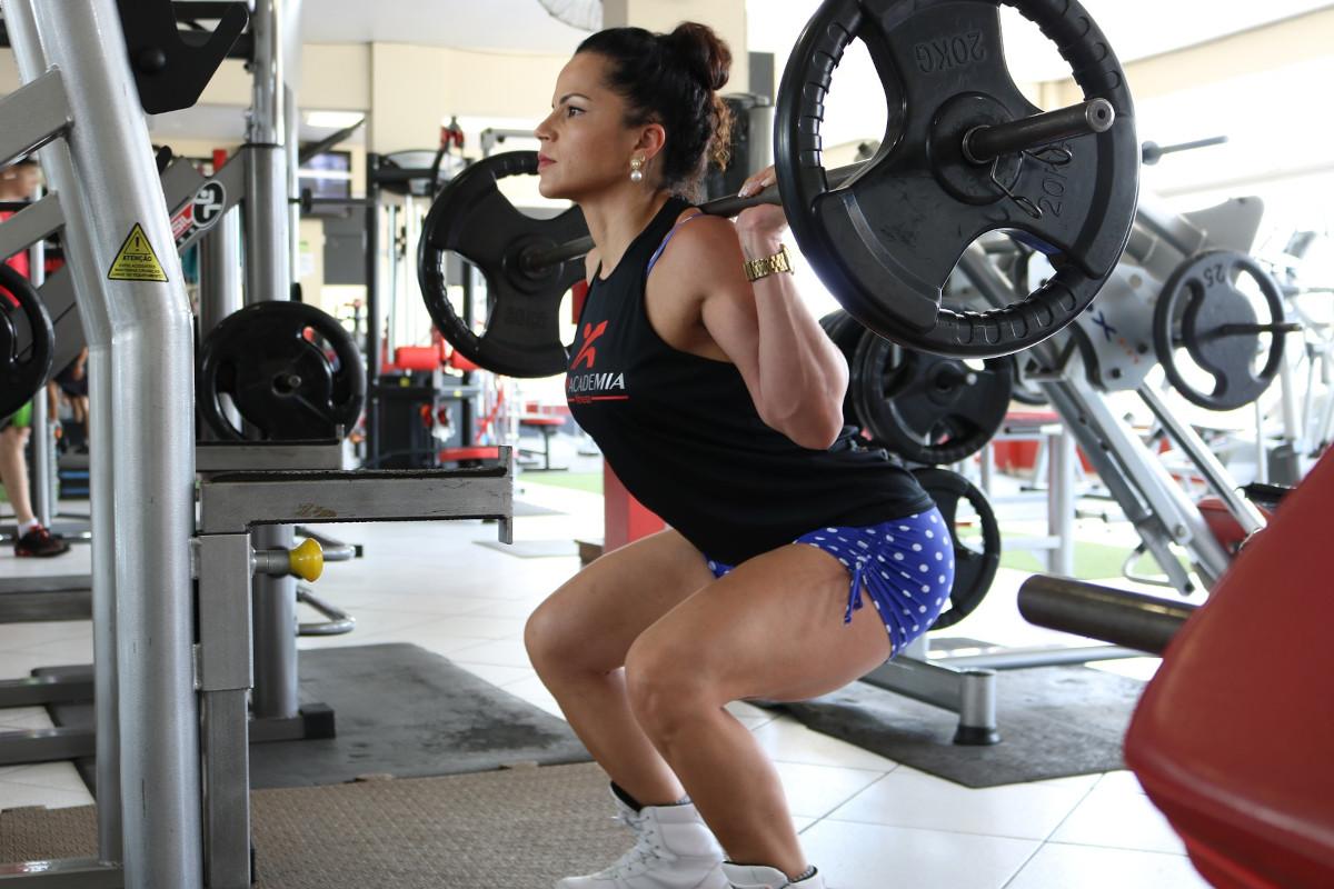 Prepreči bolečine v hrbtu: dvigovanje predmetov