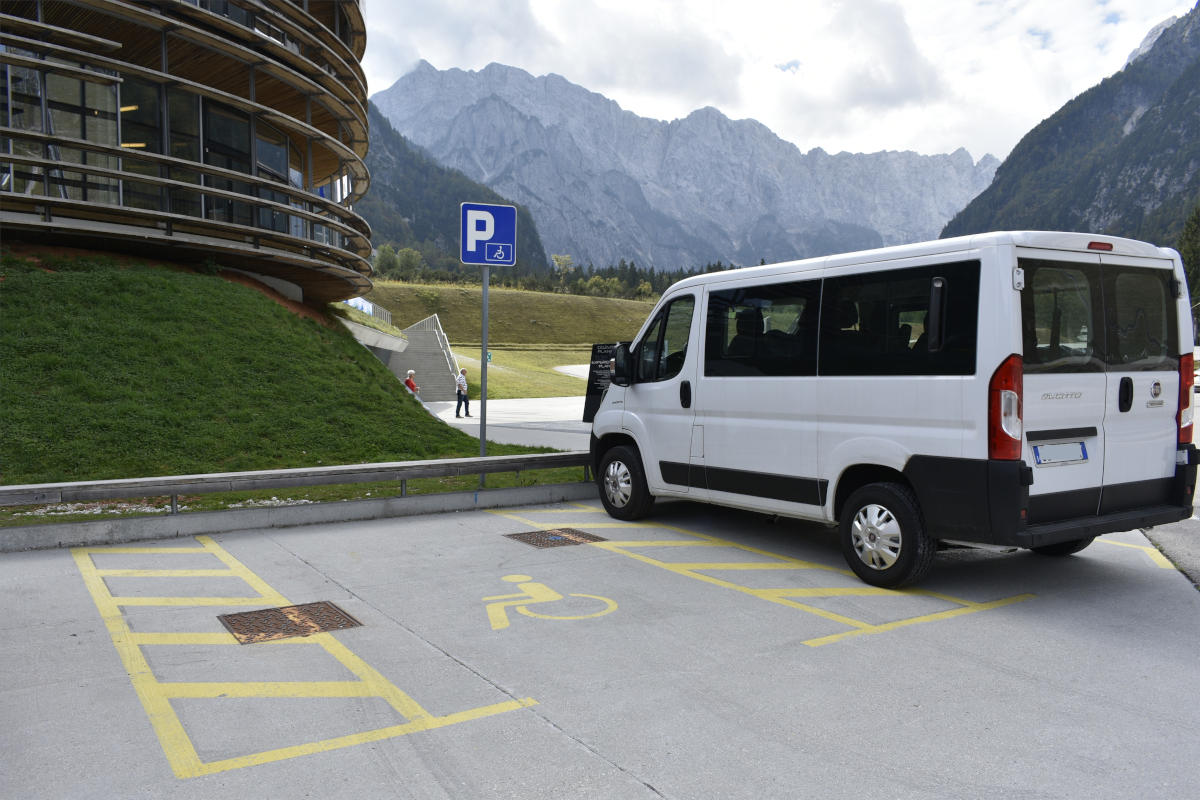 Invalidski parkirišči